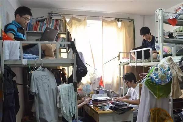 """原创             大学生""""校外租房""""火了,放着便宜宿舍不住,真是因为人傻钱多?"""