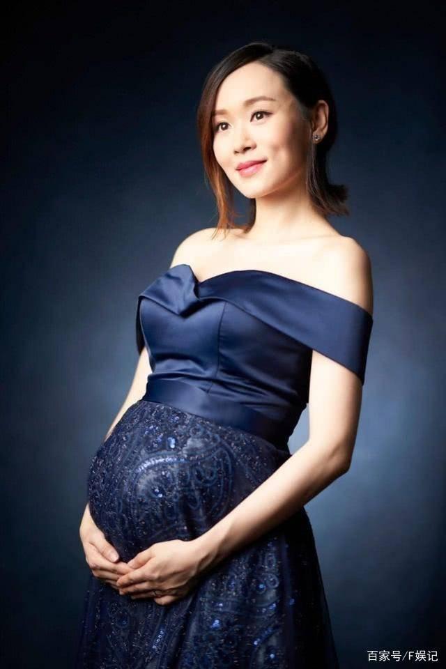 写真照|逐渐停工待产!港姐冠军杨思琦挺着二胎与女儿拍孕妇写真照