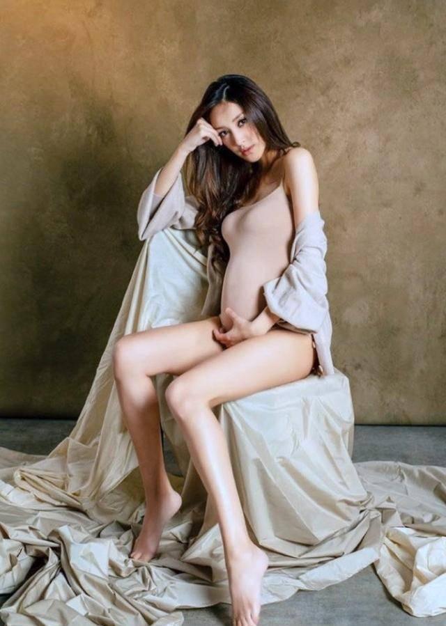 活动 陈凯琳拍孕妇写真晒二胎孕肚,依旧纤瘦美艳,郑嘉颖真有福气