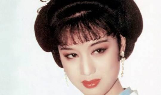 她是乾隆最有名的妃嫔,承宠30多年,临终前却被赐10个橘子