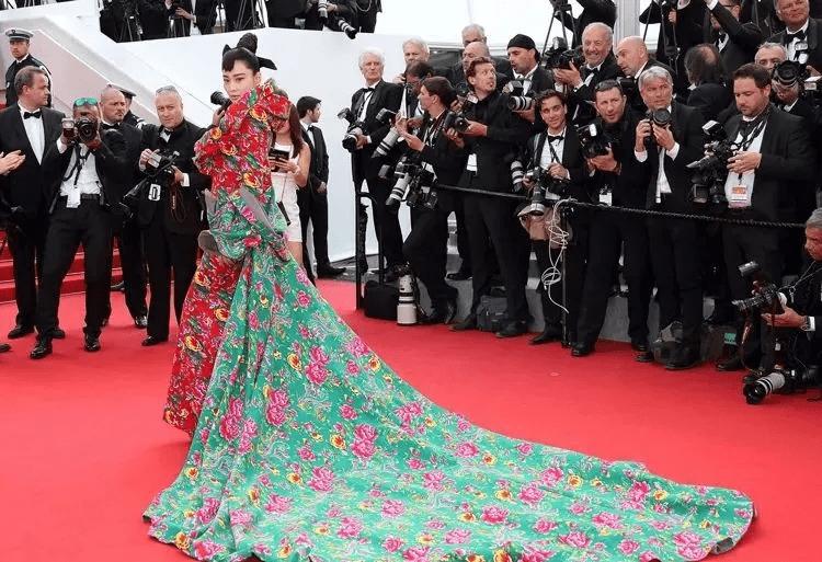 图片[42]-国内女星走欧洲三大红毯,铆足劲好精彩,有人土到国外,有人争光-妖次元