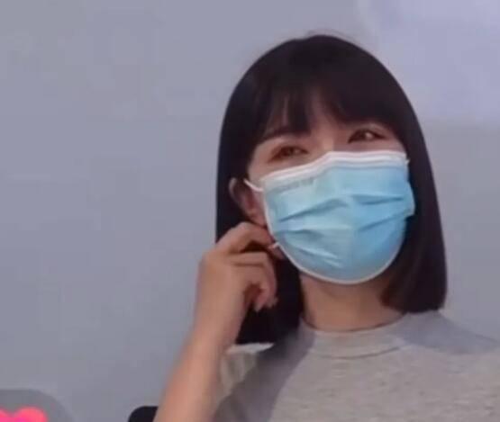网红杭州郑女士戴口罩神秘示人,粉丝长几十万,摘下口罩惨了?_______长相太普通