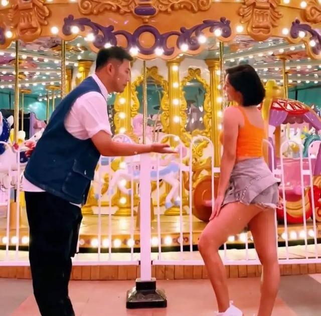 赵奕欢的超短裤成亮点,不少网友觉得太短了