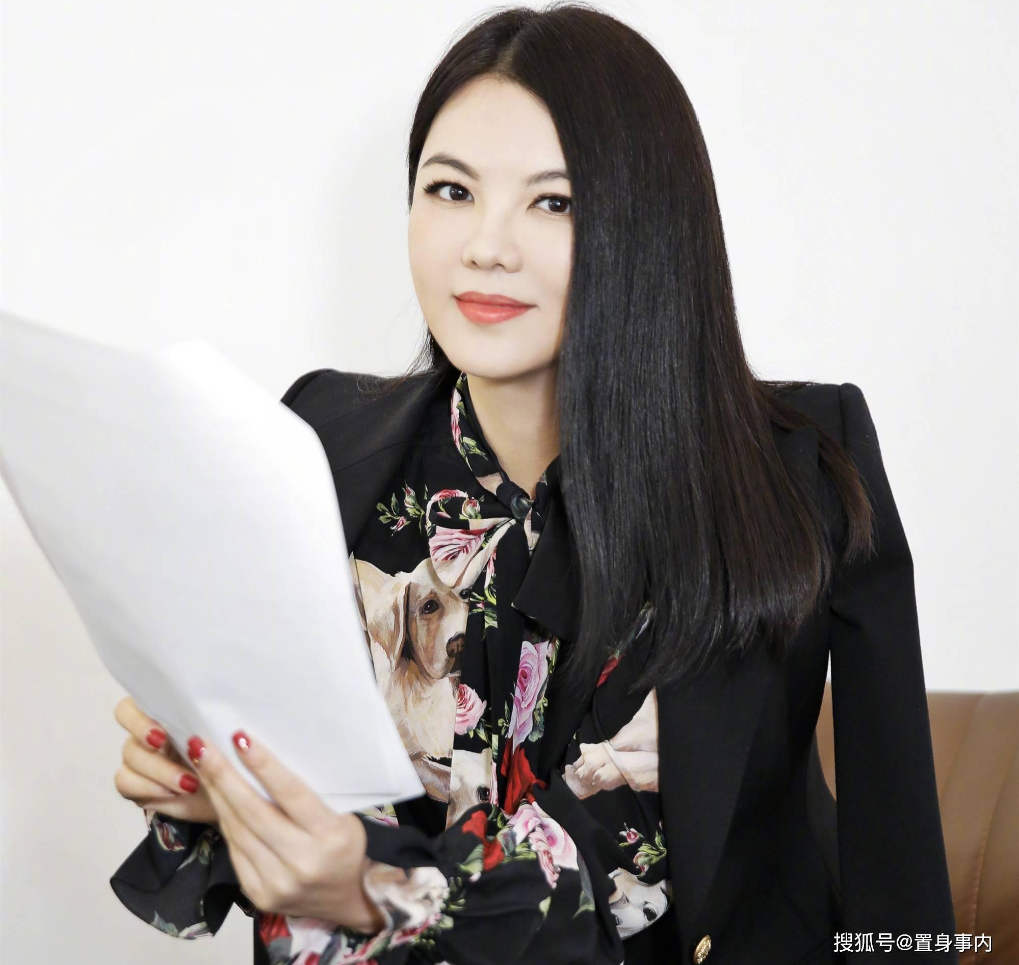 """33天闪婚富豪,现任老公两次""""不轨"""",45岁的李湘可曾后悔?"""