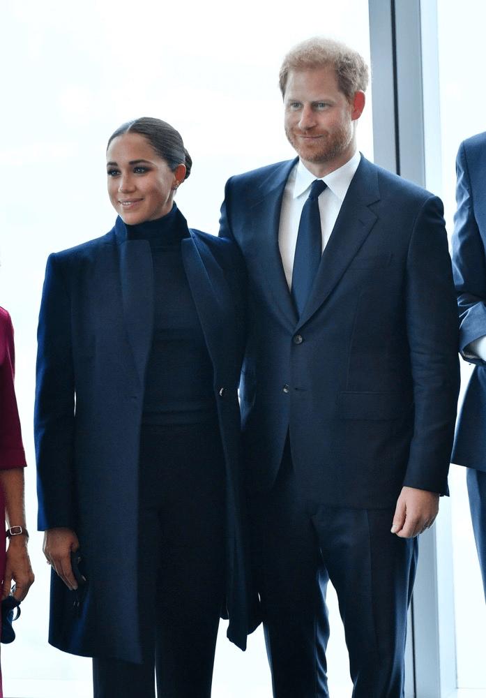 梅根一天换2套衣服,看似低调,其实价格不菲,大衣就将近两万元