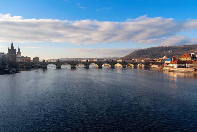 带你领略捷克母亲河-伏尔塔瓦河风光