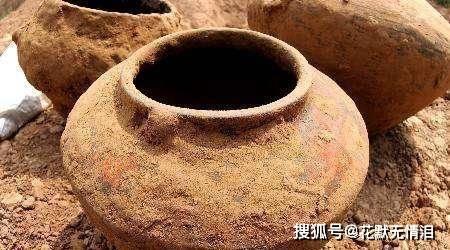 """陕西挖出2大罐""""黄金"""",价值超100亿,村民以为无主之物抢"""