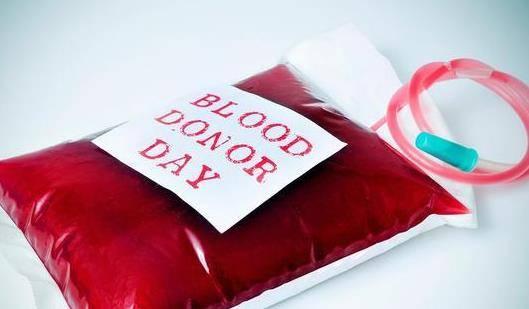 """献血车""""无人问津""""?为什么现在无偿献血的人越来越少了?"""