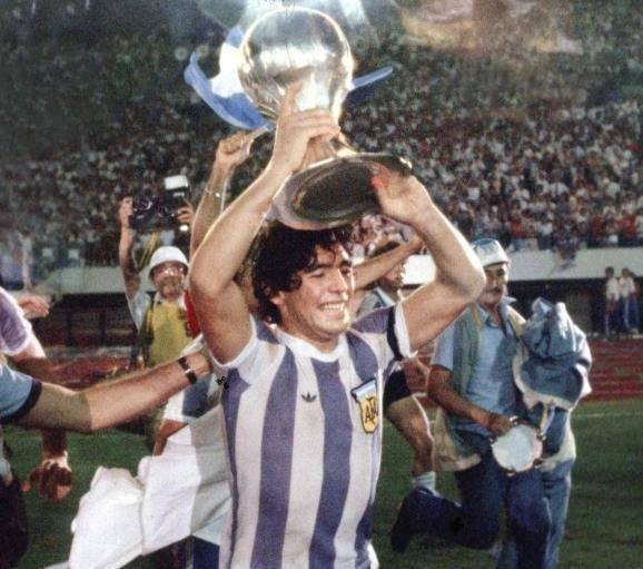 世界杯小历史,1982年世界杯C组,马拉多纳初次亮相