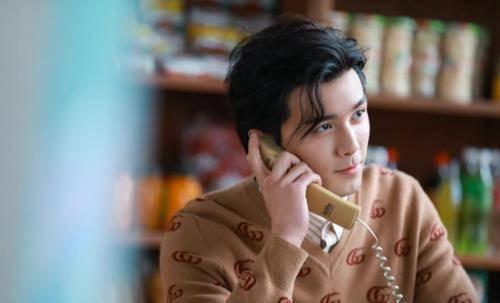 吴磊民国卷发太帅了,撞脸胡歌,长大后我就成了你