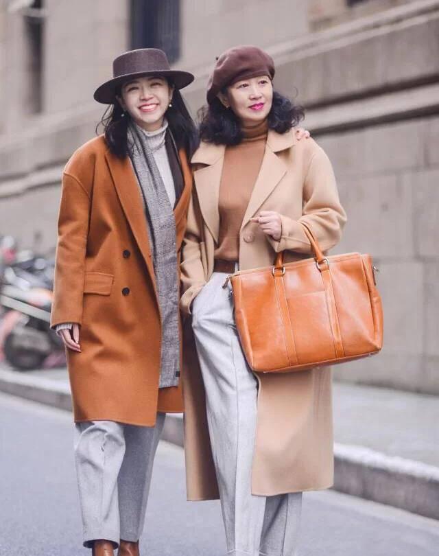 """这才是50、60岁高级的秋季打扮:""""呢大衣+粗跟鞋"""", 优雅有气质"""