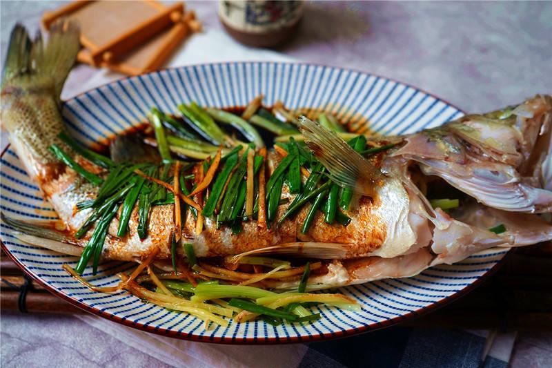 寒潮到来,进补增强免疫力,鲜美的蒸鱼低热量营养高,多吃不长肉