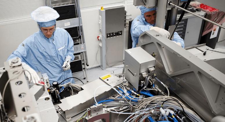 国产光刻机核心零件破冰,ASML也没料到,一切来
