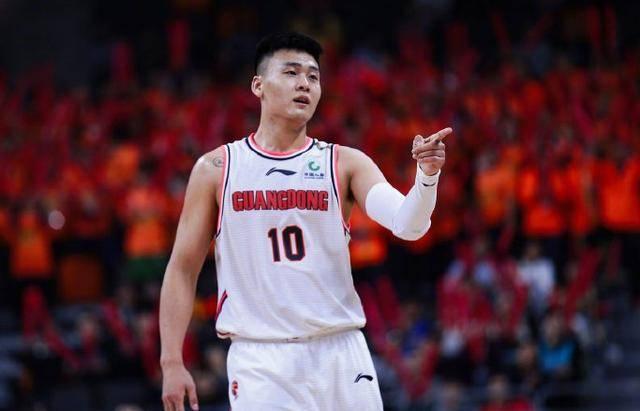 来自黑龙江,师从杜锋成国手,如何点评赵睿的职业生涯?
