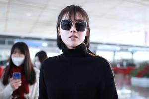 馬思純胖點更可愛,機場穿毛衣卷5cm下襬,真時髦還是為賺眼球