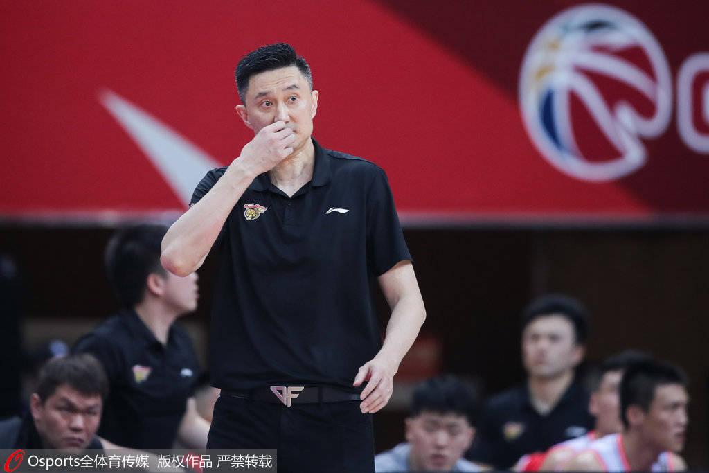 杨鸣加时变阵自埋隐患 总决赛教练比拼杜锋完胜
