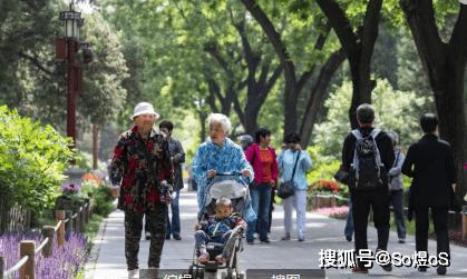 """人口峰值_人口普查反映老龄化原因:恰逢峰值,十年间上海272万""""50后""""步入.."""