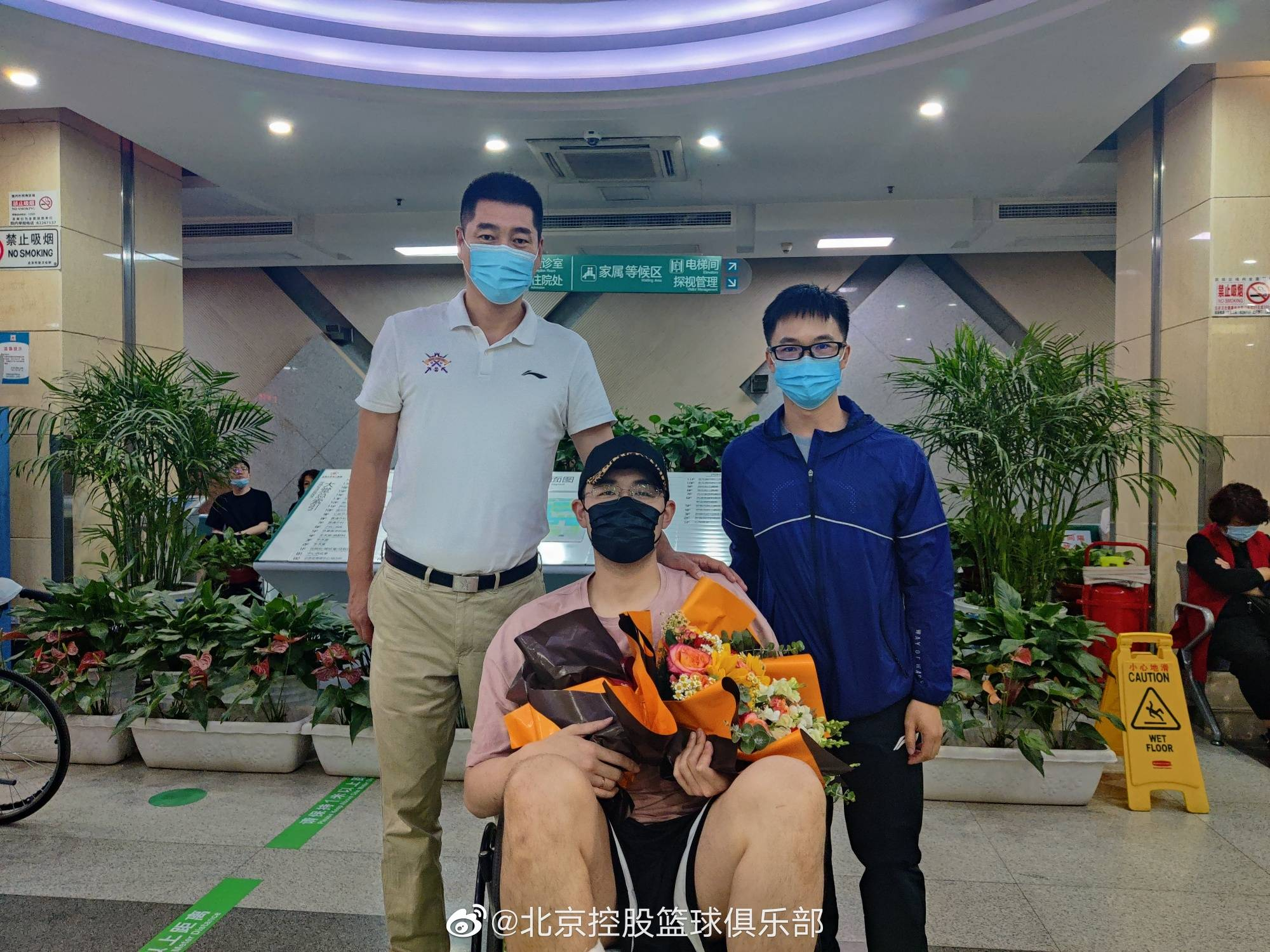 北控:孙桐林赛季中脚踝骨折仍带伤作战 已完成手术盼早日回归