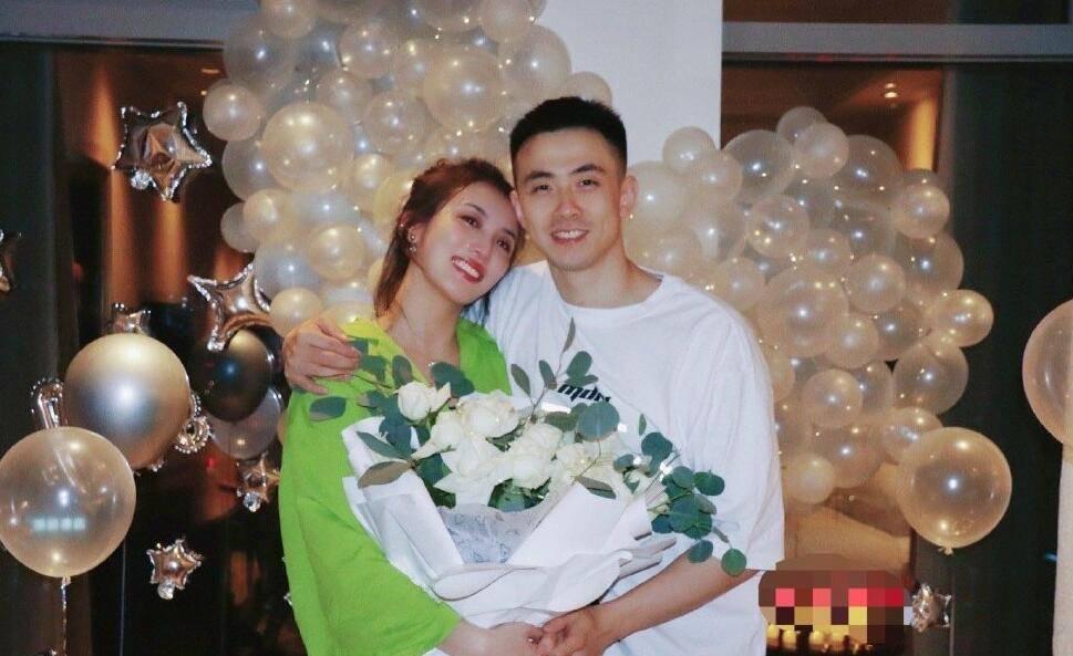 篮球名将赵继伟求婚成功:我以后可能再也过不了六一节啦