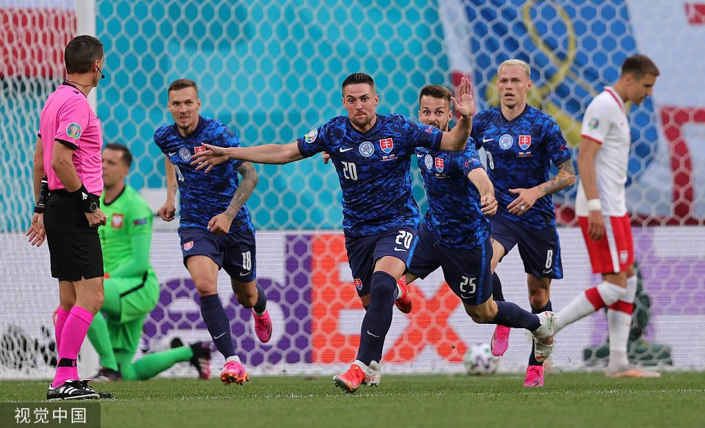 欧洲杯-莱万哑火什克制胜 十人波兰1-2斯洛伐克