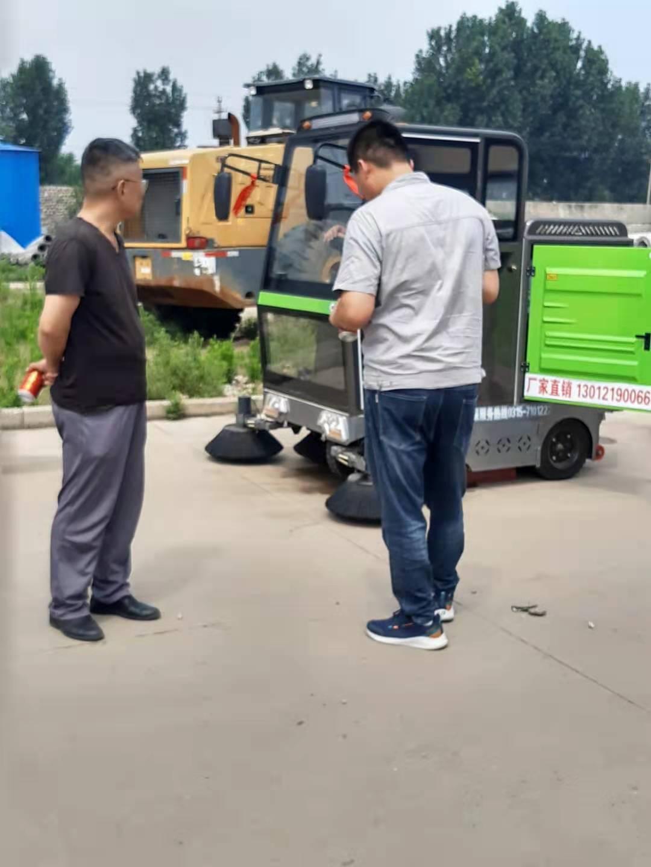 电动环保扫地车,让家乡环境更美!