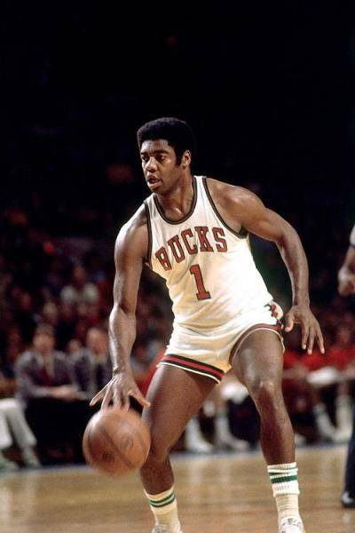 罗伯特森曾实现过单赛季场均三双神迹,是NBA最早的三双机器之一。