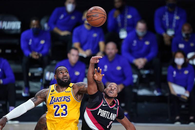 NBA季后赛进行进行,今天湖人在客场场迎来了开拓者的挑战,此前两支队伍战成了1:1平
