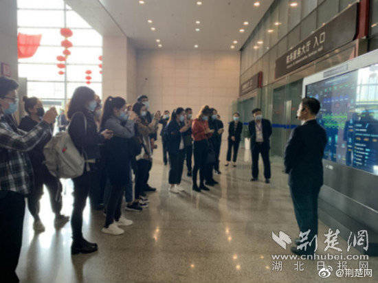 武汉市民之家智慧政务服务让群众办事不再两头跑