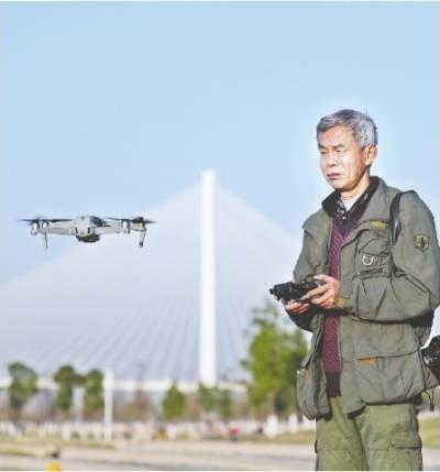 七旬摄影师玩无人机拍下500多座桥
