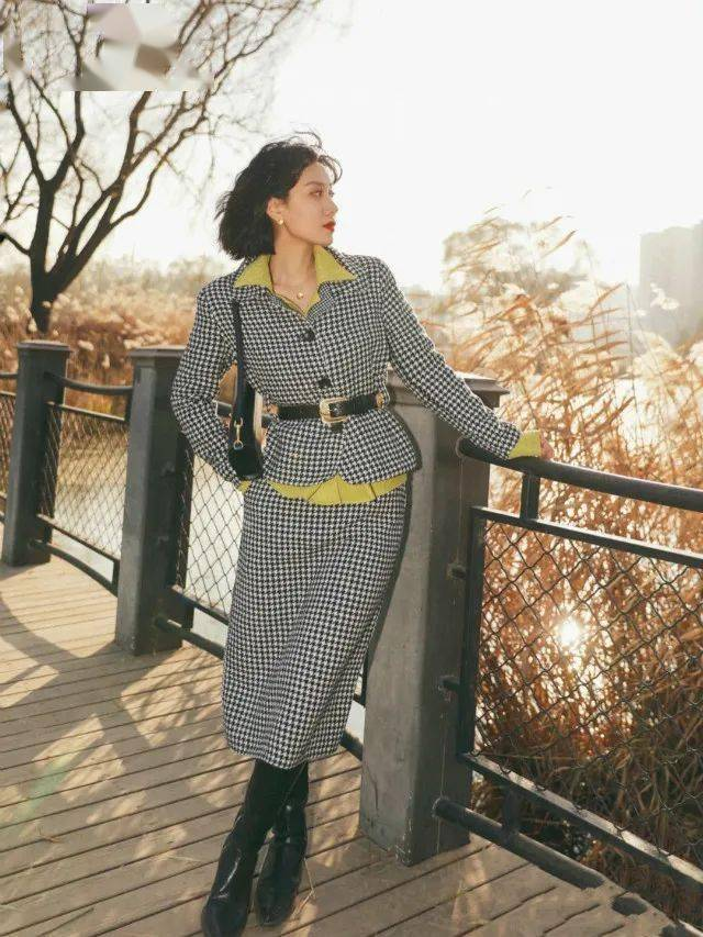 当女性到了中年,她们会喜欢这些简单而有质感的穿衣风格,乍一看,它们非常昂贵