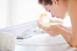 冬天补水要怎么做?这些误区要警惕4点,正确养肤要注意3点!