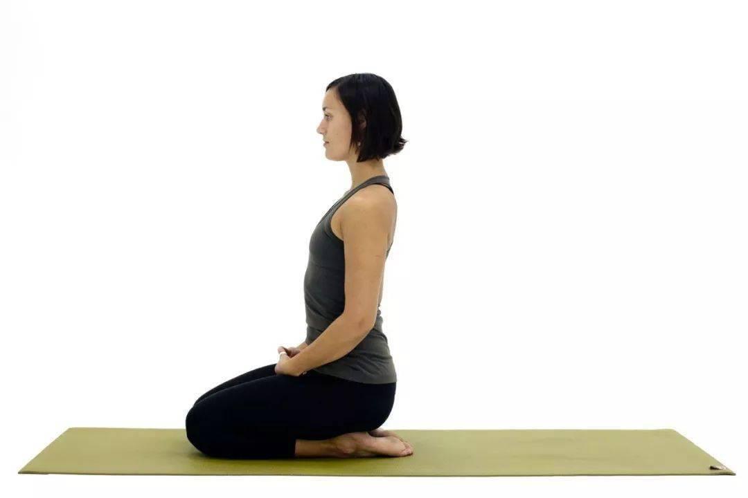 瑜伽金刚坐姿脚踝疼、膝盖疼,该怎么练习?