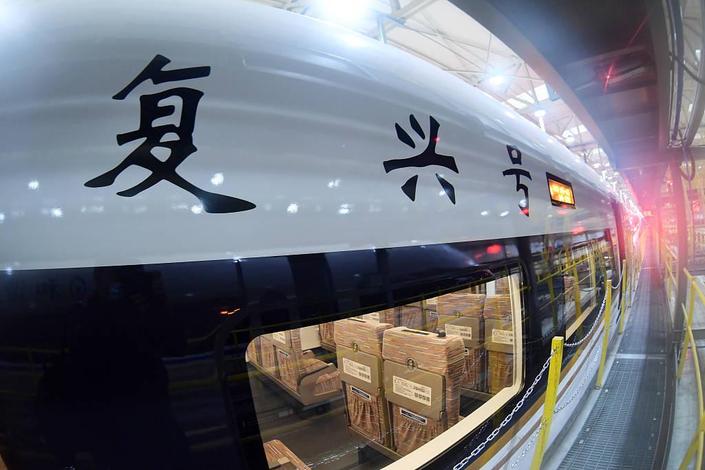 京哈高铁即将全线贯通 沈阳北动车运用所内复兴号整装待发