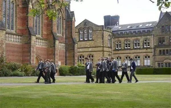 汤布里奇公学两枚offer!斩获全英最好男校之一的这两位学生优秀在哪里?