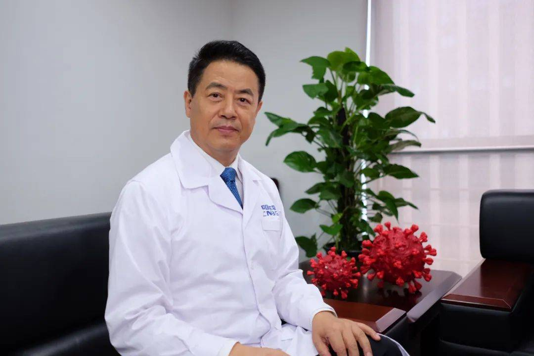 """中国新冠疫苗安全吗有效吗够用吗?最早""""以身试药""""专家回应"""