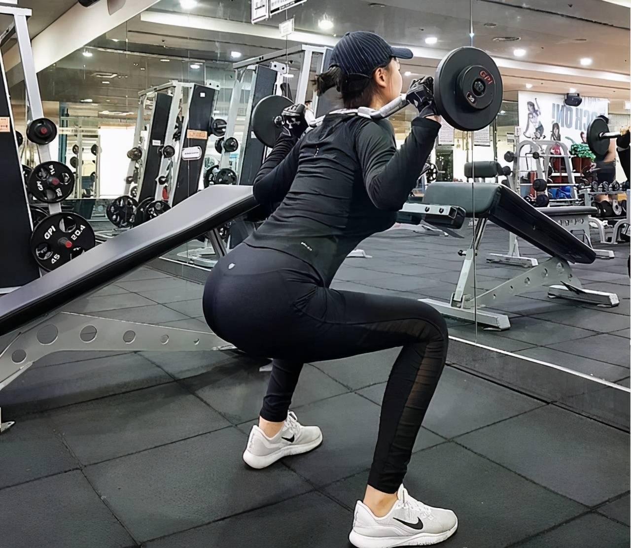 挑战一次进行200个坐姿转体,我挑战成功了吗?这样锻炼好吗?_运动