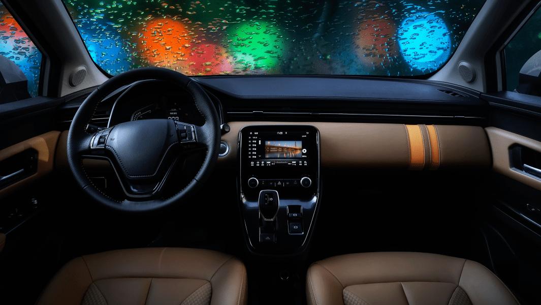 雨天开车3不要,记住这些保安全!