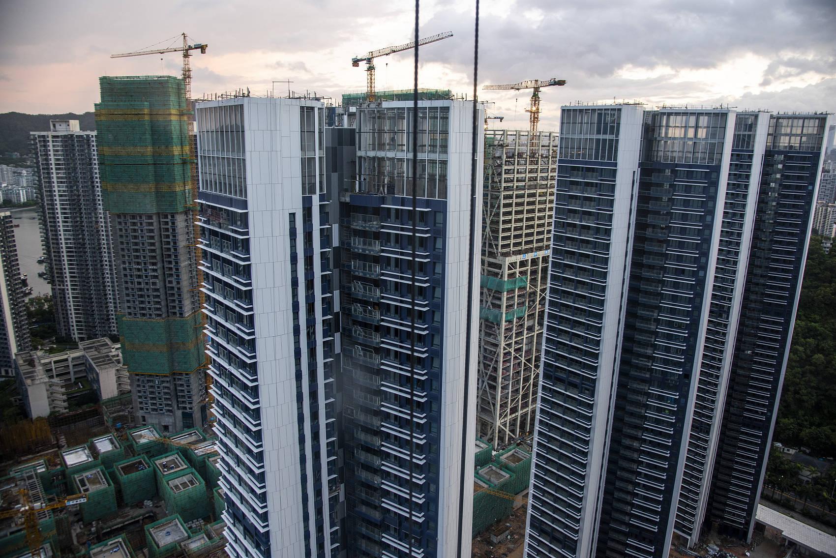 深圳二手房不想乱涨价,指导价是管制的。于恒滨城二期差价高达15万