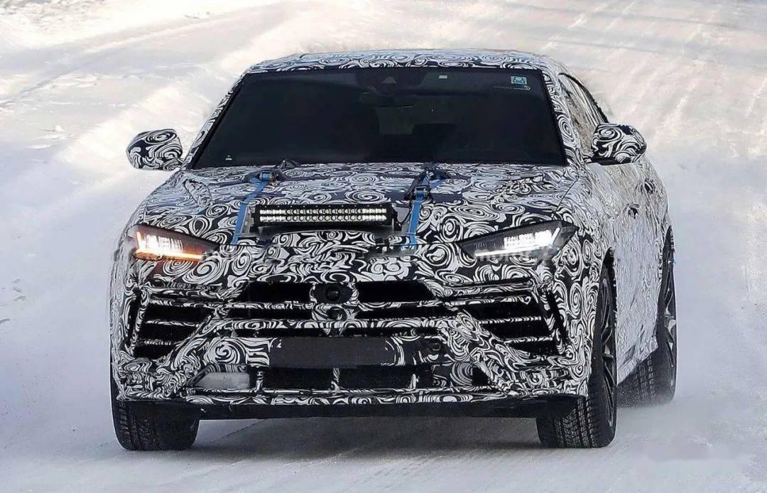 【伪装测试】招牌摇钱树准备小改款 Lamborghini Urus伪装测试中