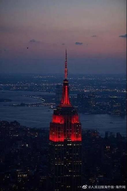 """""""牛""""转乾坤,纽约帝国大厦点亮中国红"""