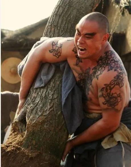 欧亿5招商:48岁晋松硬照曝光,肌肉碾压老外,堪称中国版巨石强森!