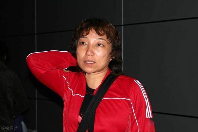 扬眉吐气!中国女足名将战靴被国际足联博物馆收藏,引发球迷热议