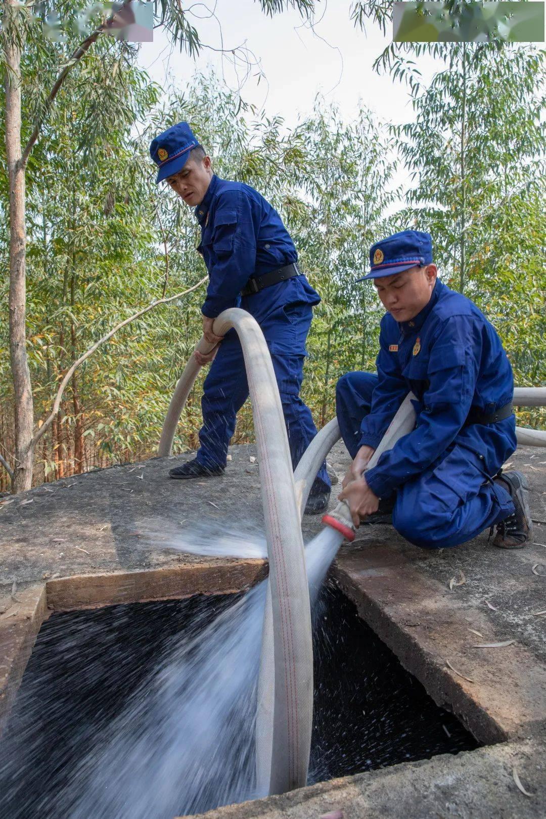 """""""水来了,水来了!"""" 消防送水进村润民心"""