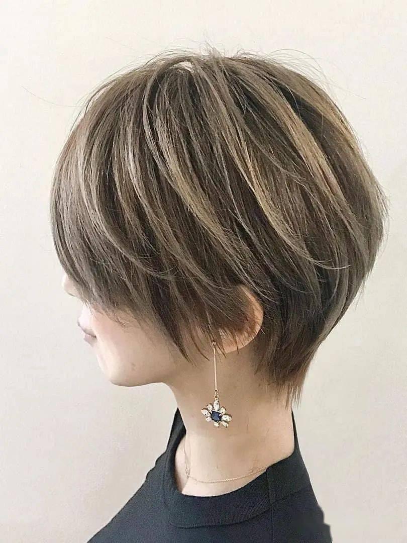这样的短发,搭配什么颜色都很好看