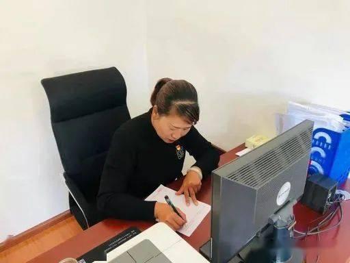 """【人大代表风采】""""股改""""之村的领头雁 ——李普燕"""