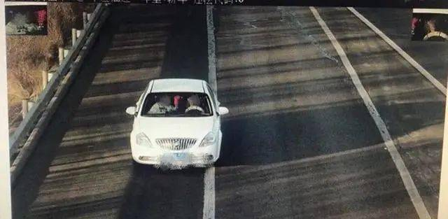 """玩命?山西一男子把高速公路当成""""练车场""""!还对交警理直气壮…  第2张"""