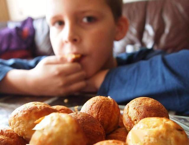 这四种伤脾胃的食物少给孩子吃,以免影响娃的生长发育  第5张