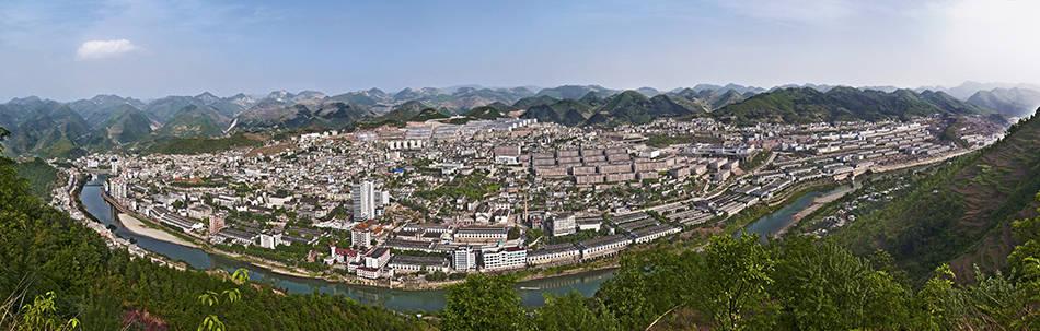 茅台酒的故乡、贵州仁怀市茅台镇去年地区生产总值突破千亿元