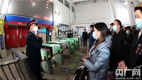 """河南邓州:春运客流不见""""峰"""" 旅客出行更从容"""