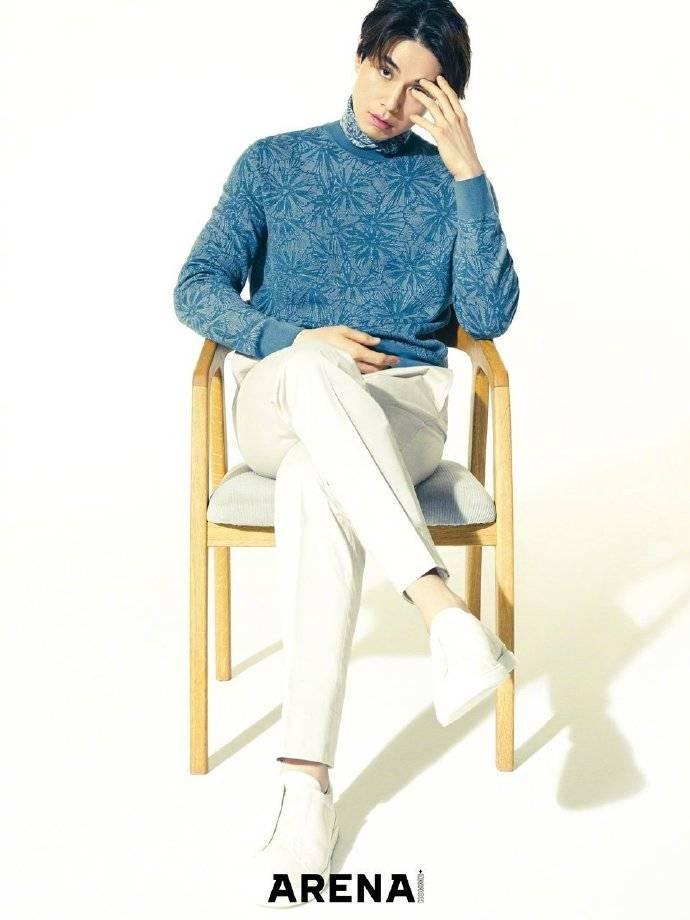 韩国国宝美男李东旭 简约休闲风帅气迷人